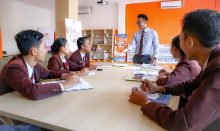 Meeting and discussion room