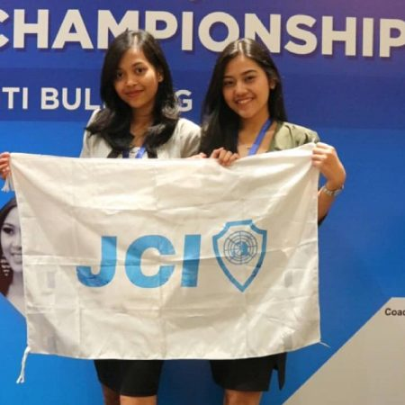 Partisipasi mahasiswa Elizabeth International dalam JCI Batavia Public Speaking Championship 2018