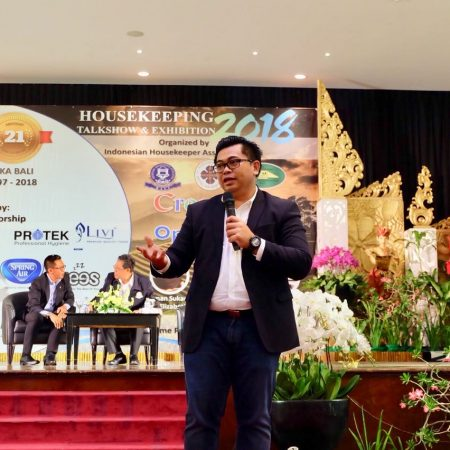 Creativity for Opportunity oleh CEO Elizabeth International dalam acara Housekeeping Talks and Exhibition 2018