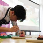 Aksi Chef Michael pukau peserta Ezzy Culinary Art Workshop di Denpasar Bali (22)