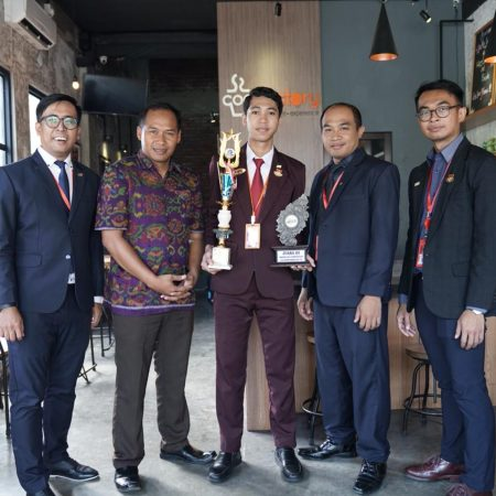 Guys, give round of applause to Putu Adi Pramana the star student of Room Division