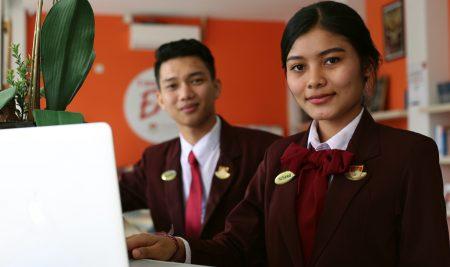 Berapa biaya kuliah sekolah perhotelan di Bali?