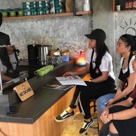 Mahasiswa dari beberapa kampus ternama di luar negeri mengikuti program barista academy di Elizabeth International