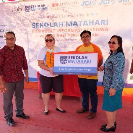 Elizabeth International resmi meluncurkan program sekolah gratis 'Sekolah Matahari'