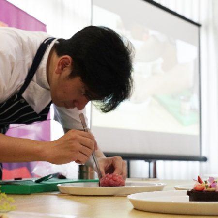 Aksi Chef Michael pukau peserta Ezzy Culinary Art Workshop di Denpasar Bali