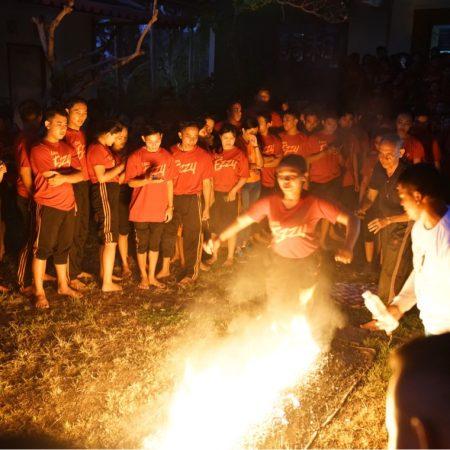 Semangat ratusan peserta Fire Walk Super Training 2018 getarkan Sengoku International Judo Hall Bali