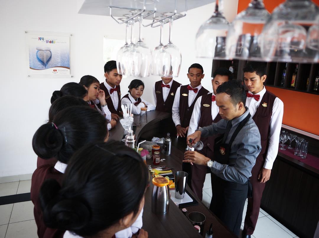 Berapa biaya kuliah sekolah perhotelan di Bali?  Kampus