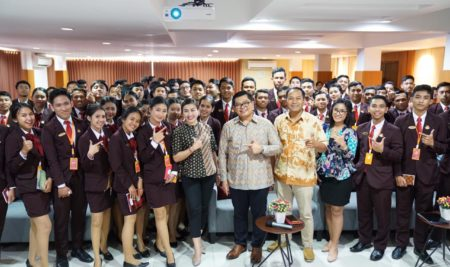 Ezzy Talk 2019, Berani Stand Out From The Crowd General Manager C151 Luxury Villa Siapa Takut