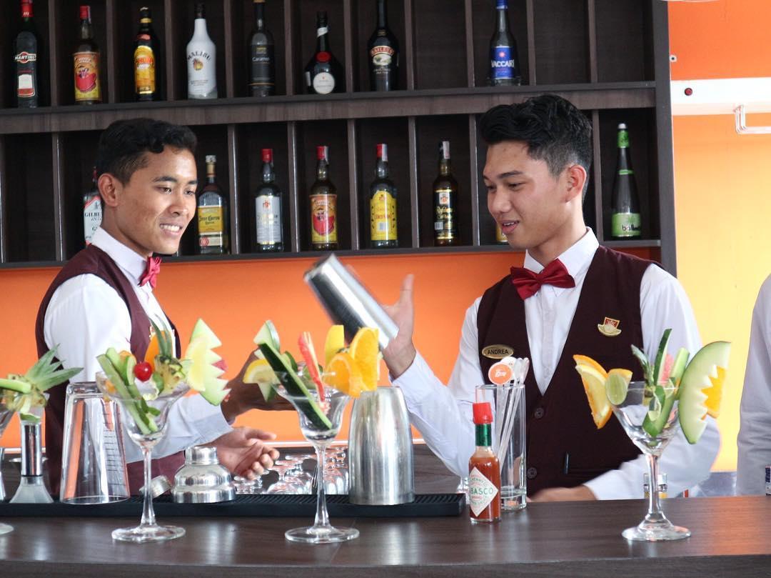 Serunya Bekerja di Dunia Perhotelan !  Kampus Pariwisata Bali