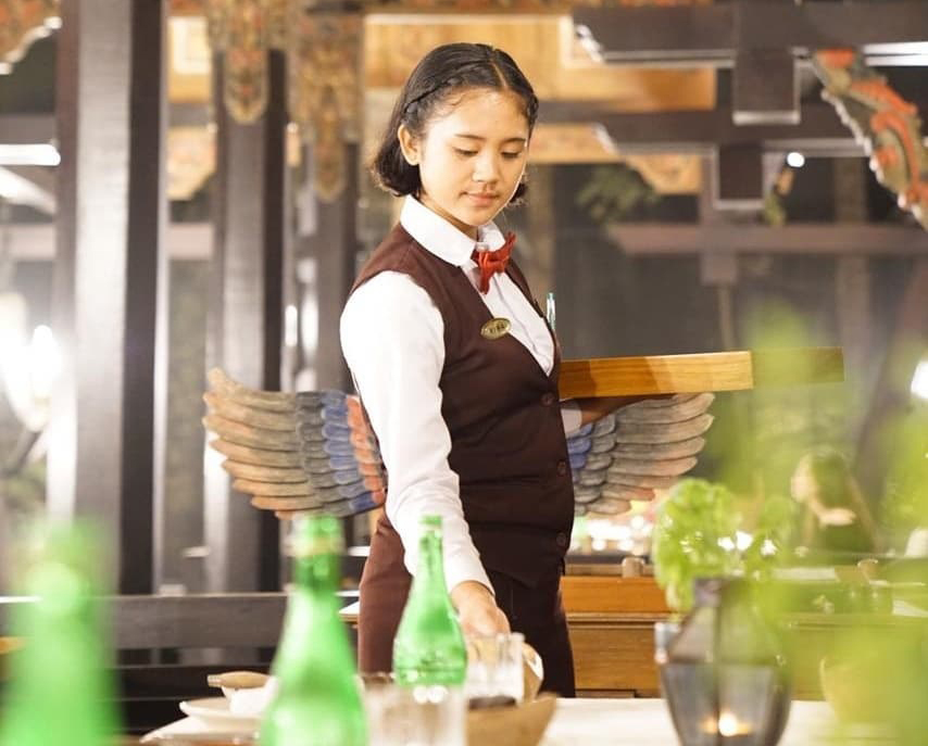 Be a Great Waitress for Hotelier bali