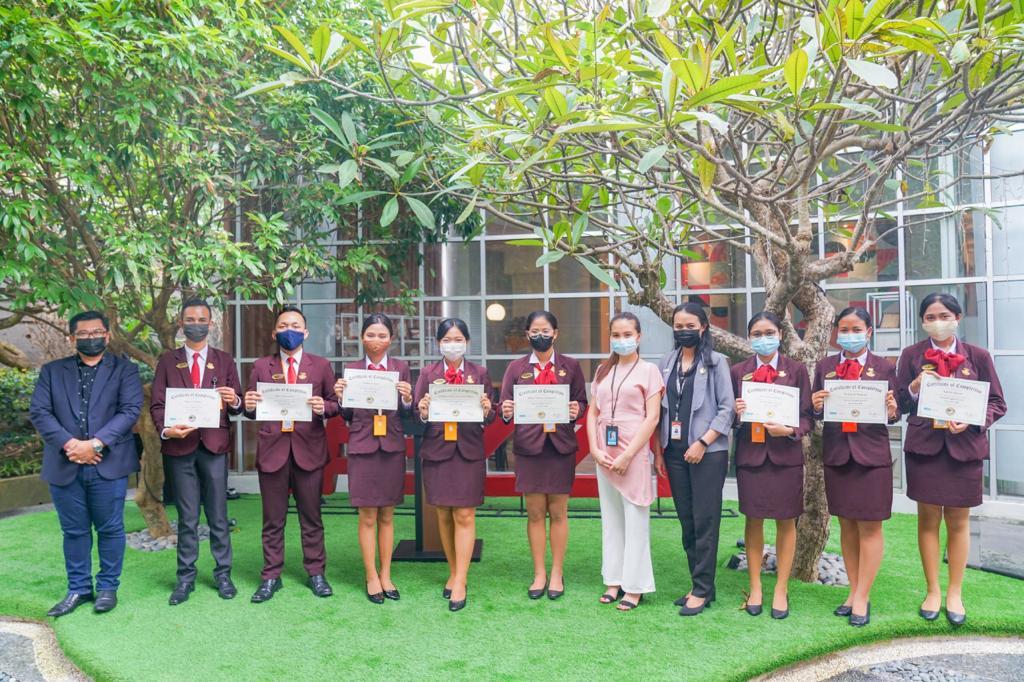 Mahasiswa-Mahasiswi Elizabeth International Lulus dengan Nilai Terbaik Program TeachCast with Oxford