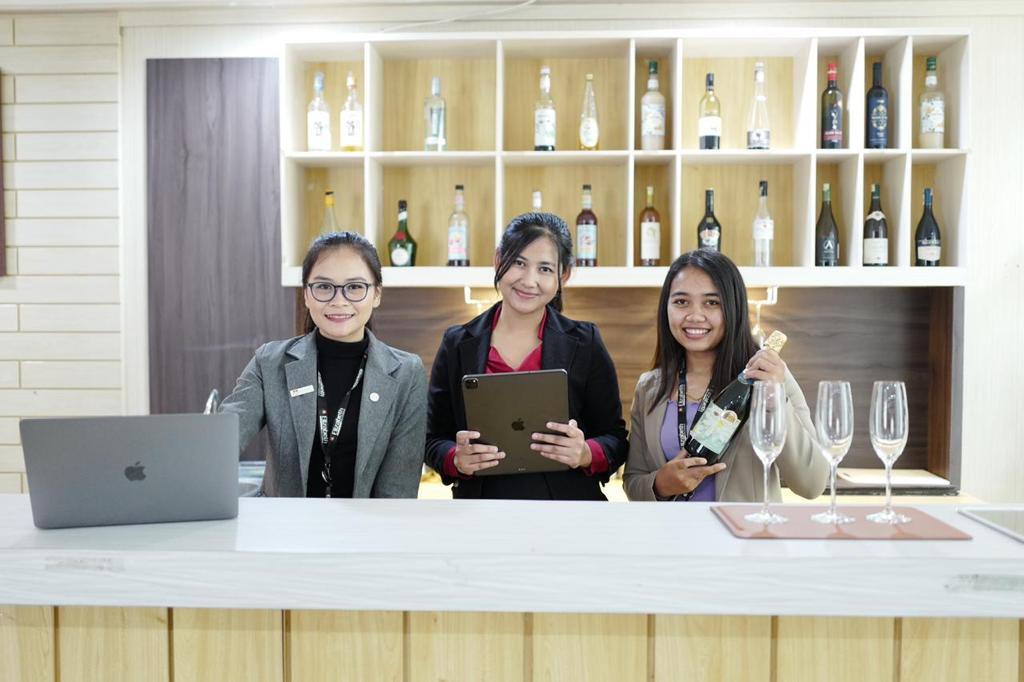 Kampus pariwisata di bali,international hotel management school,Kampus pariwisata terbaik di bali,hotel management school bali,sekolah pariwisata di indonesia,sekolah pariwisata terbaik di indonesia,sekolah pariwisata,kampus perhotelan terbaik di indonesia,kampus pariwisata terbaik di indonesia,Sekolah perhotelan,Sekolah perhotelan di bali